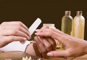 Damen Maniküre (inkl. Massage + Klarlack)
